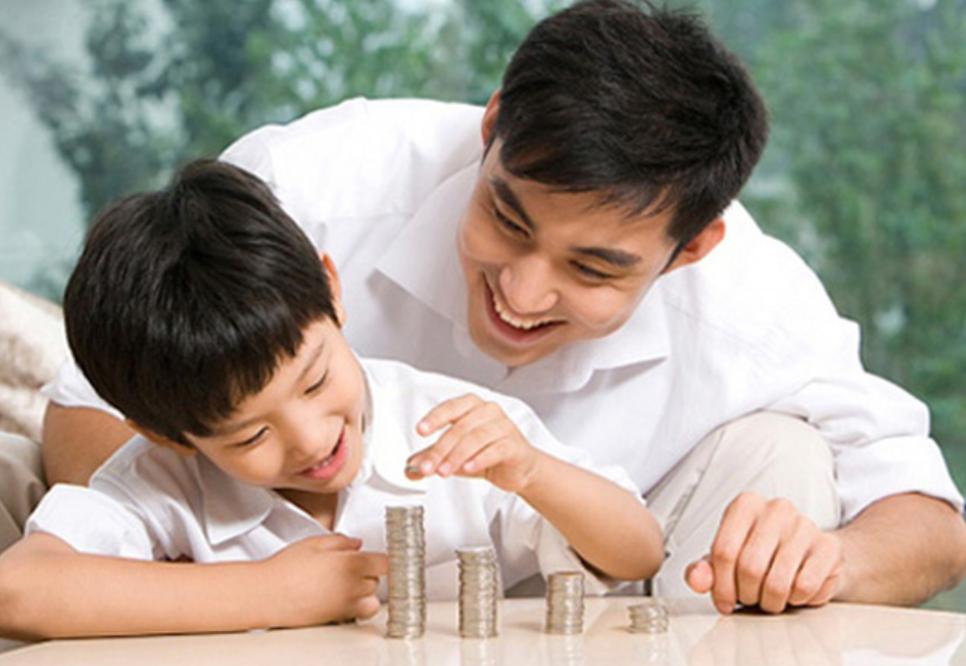 Làm thế nào để nói chuyện với một đứa trẻ về tiền